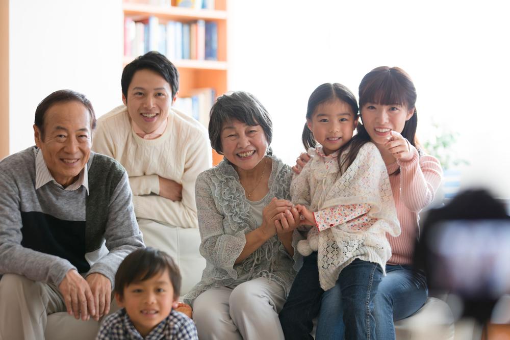 記念日の思い出を美しく残す家族写真撮影のポイント