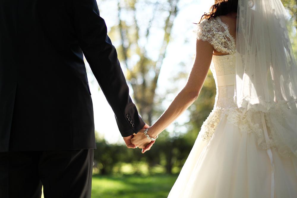 思い出に残る結婚式の写真!費用やシステムはどうなっている?