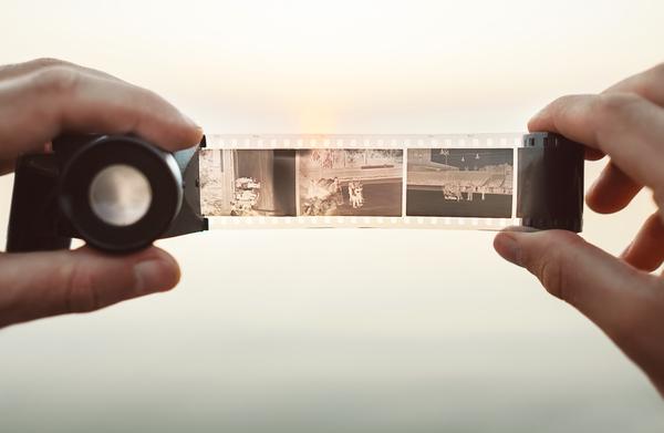 写真における「ネガ」とは?フィルムからの現像・復元方法も含めて解説!サムネイル